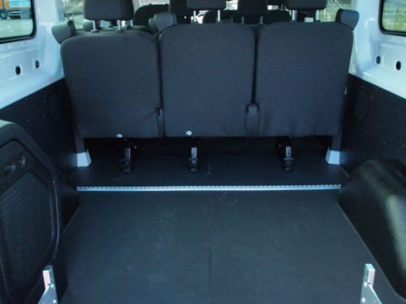 9 sitzer rollstuhlbus ford transit comet auto handel und vermietungs gmbh. Black Bedroom Furniture Sets. Home Design Ideas