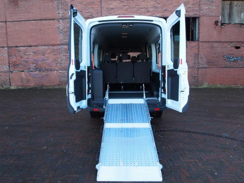 9 sitzer rollstuhlbus ford transit comet auto handel und vermietungs gmbh. Black Bedroom Furniture Sets. Home Design Ideas