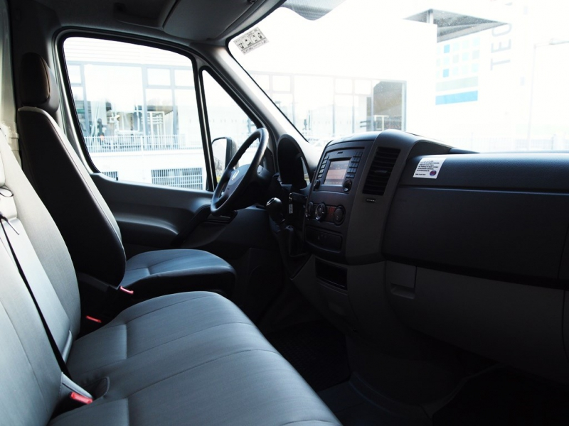Autovermietung_Comet_VW_Crafter35_Koffer_3-5t-04.JPG
